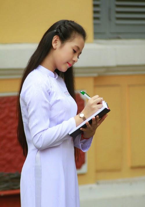 Diễn viên nhí Tam Triều Dâng xinh xắn với áo dài 19
