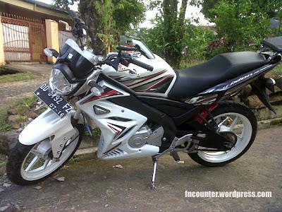 harga vixion 2012,  yamaha vixion baru 2012,  modif vixion supermoto,  modifikasi warna vixion,  velg modifikasi vixion Putih terbaru,