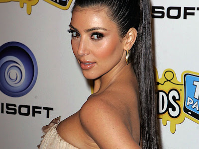 Kim Kardashian cute Wallpaper