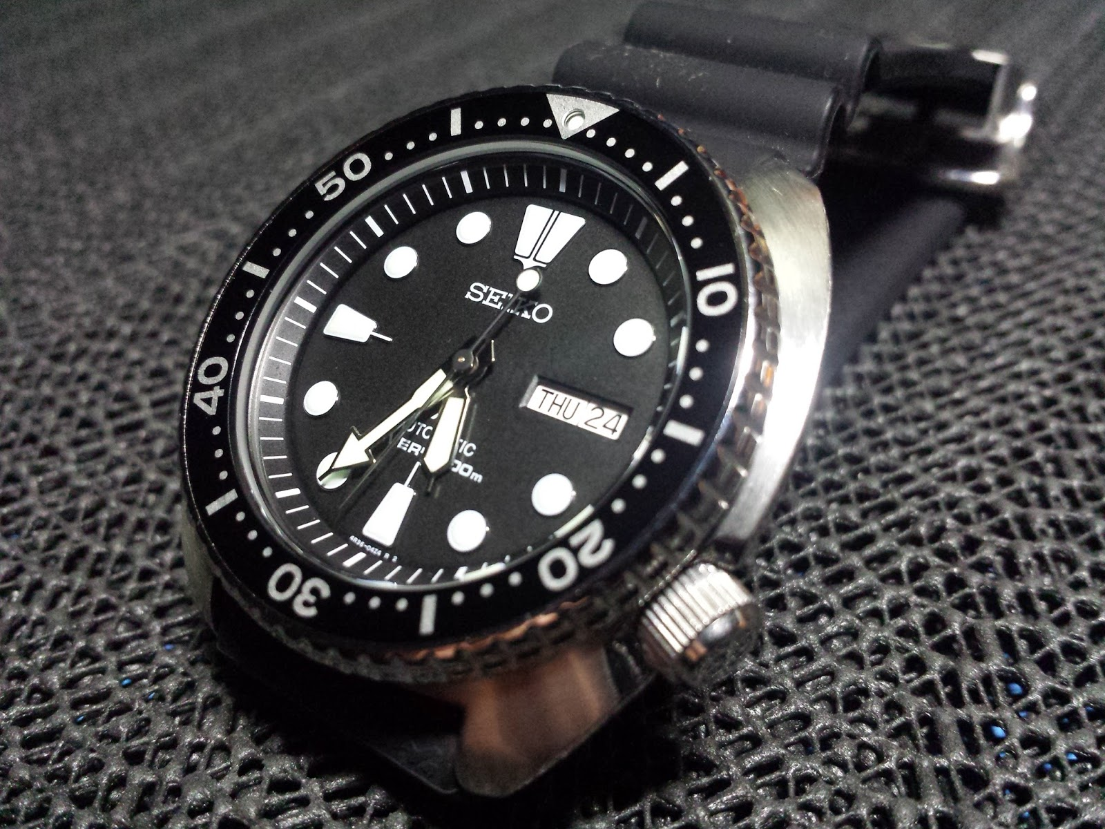 watches tag on thumb bezel with iso heuer professional cover hands steel aquaracer