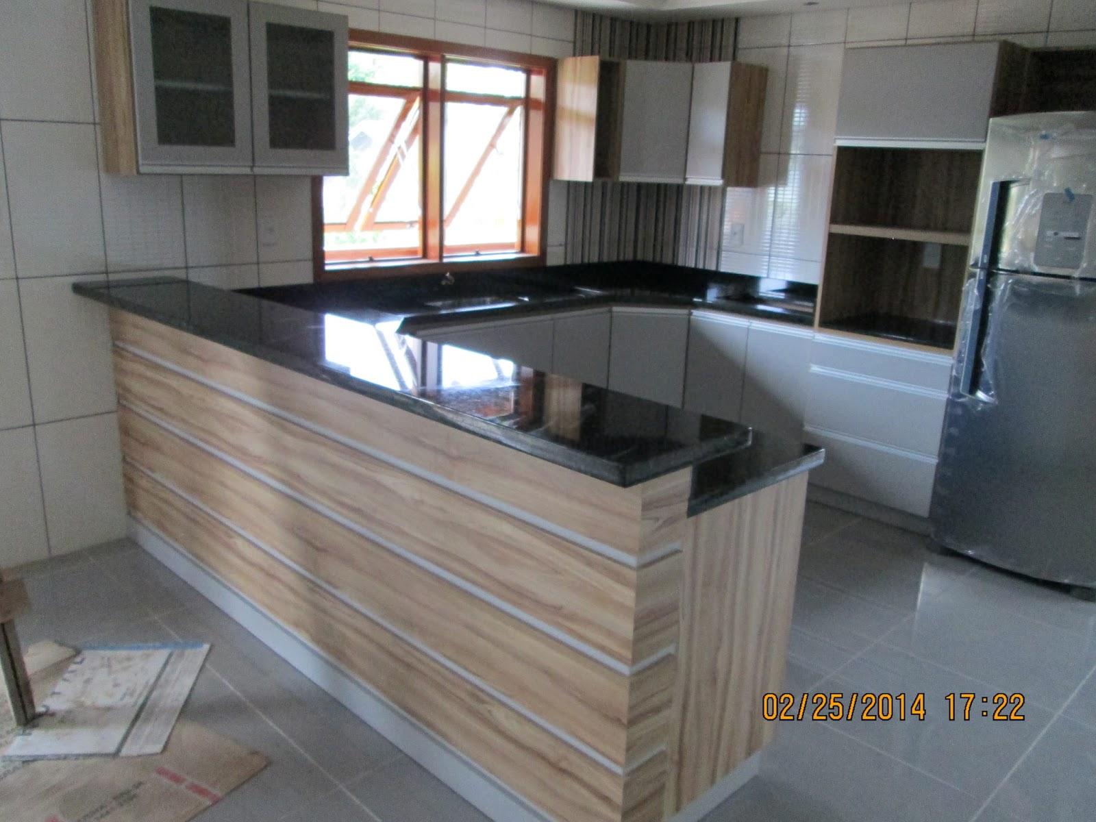 : Bancadas de cozinha fogão e lavanderia em granito Verde Ubatuba #865B45 1600x1200