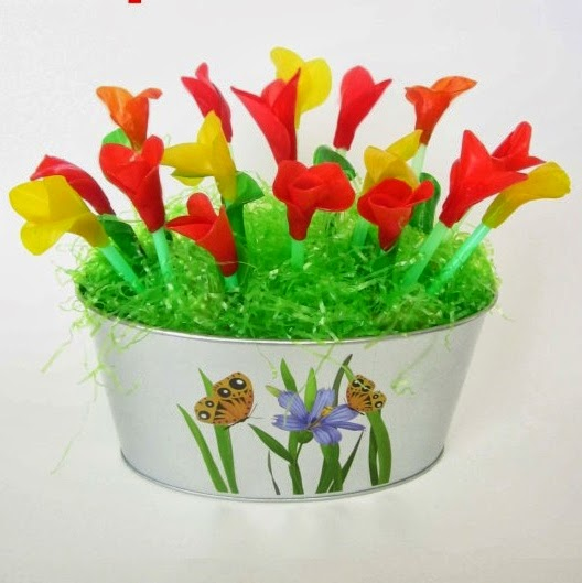 http://grasspotato.wordpress.com/2014/03/17/fruit-leather-tulip-basket/