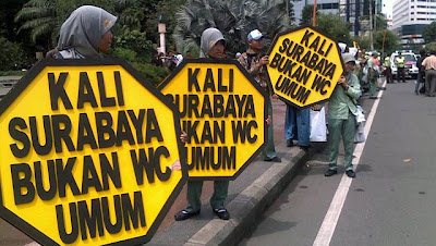 Menyedihkan, Indonesia Urutan 2 Sanitasi Terburuk di Dunia, demo wc surabaya