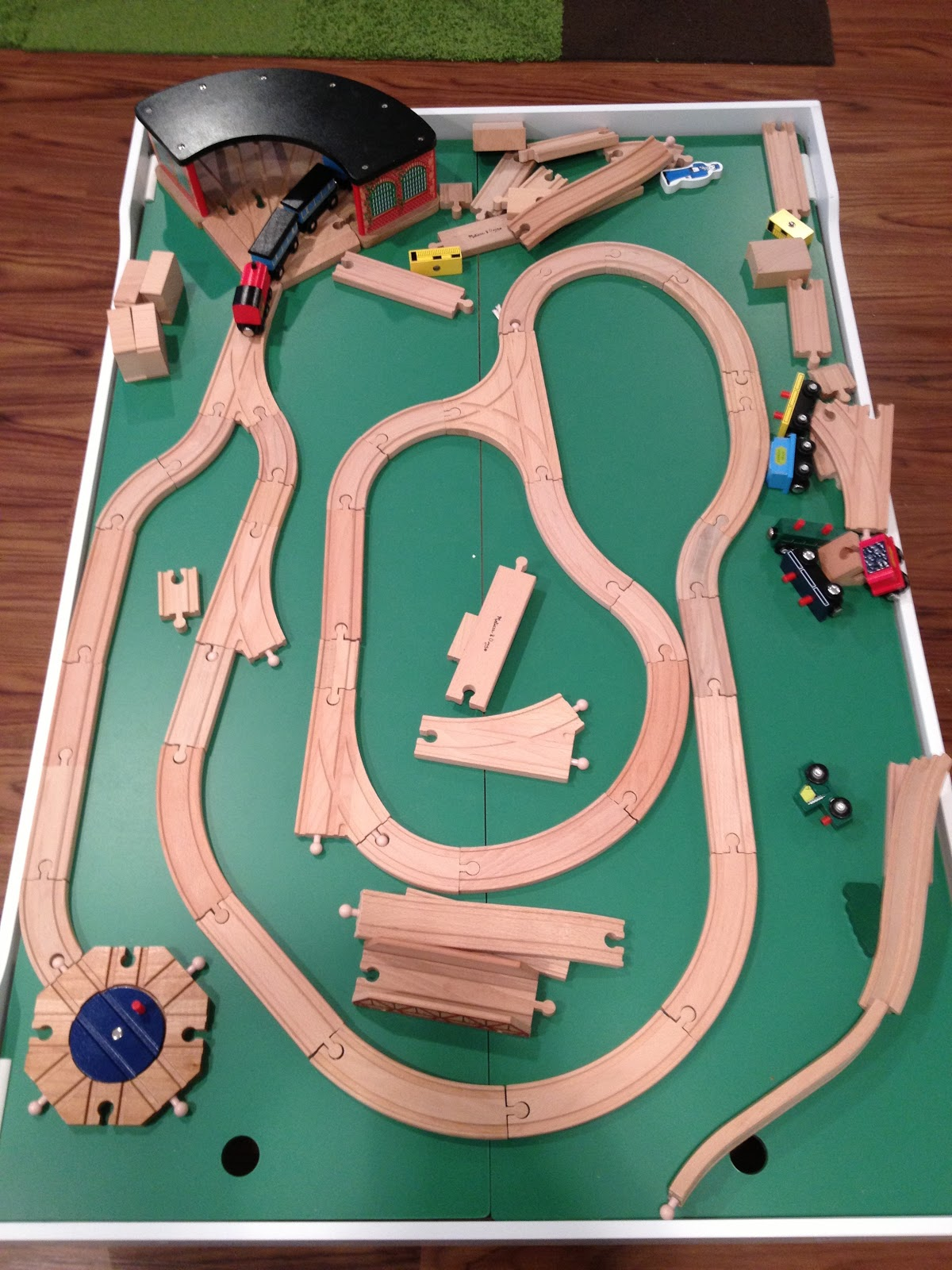 Brad the Dad: Review: Melissa & Doug Train Table
