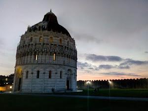 Tramonto a Pisa (foto ap)