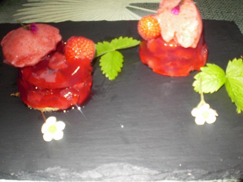 Aspic de fraises à l'infusion fraise & menthe et sorbet à la fraise à la stévia façon tartelette