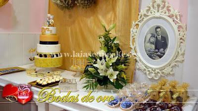 Tarta de fondant y mesa dulce personalizada bodas de oro. Laia's Cupcakes