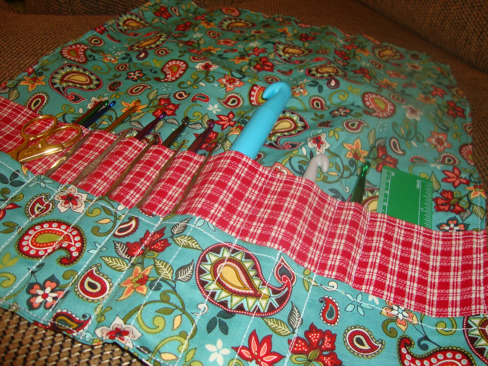 Bethany Sew-and-Sew: Crochet Hook Storage Problem--Make a Roll!