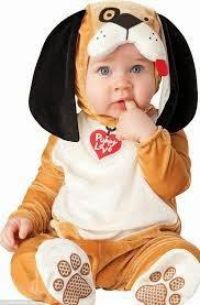 bayi memakai kostum yang lucu