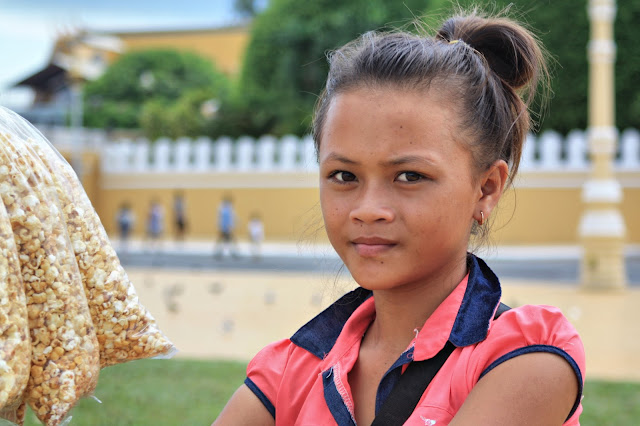 Portraits d'enfants et d'adolescents cambodgiens plébiscités par les lecteurs durant ces dix derniers mois de publications. Photos par C. Gargiulo +855 087 261 019