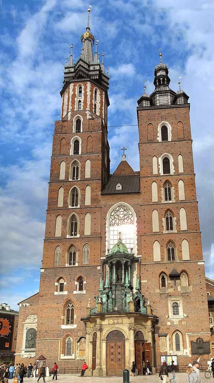 As duas torres da igreja de Nossa Senhora
