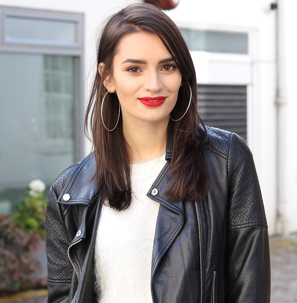 peexo fashion blogger wearing mac ruby woo lipstick