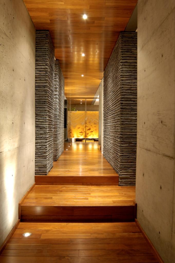 Casas minimalistas y modernas pasillos modernos - Decoracion de entradas y pasillos modernos ...
