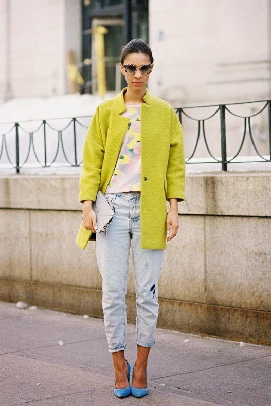 light green coat, boyfriend jeans, blue pumps, outfit, fashion, inspiration, pastel, colorful, street style