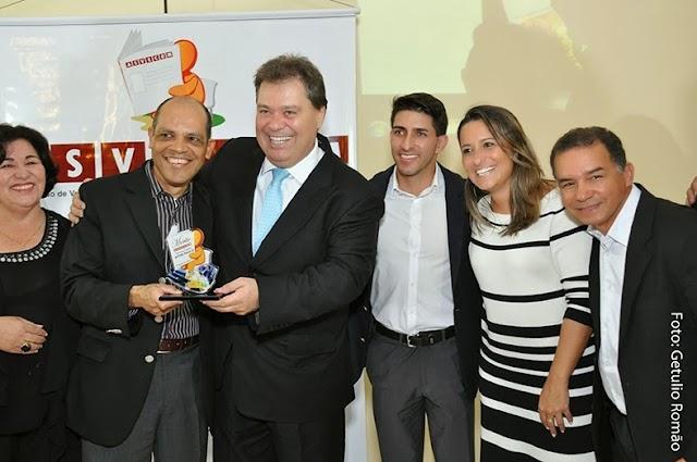 Vitor Paulo recebe troféu Mérito ASVECOM 2013