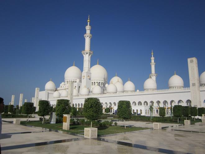 la grande moschea ad Abu Dhabi