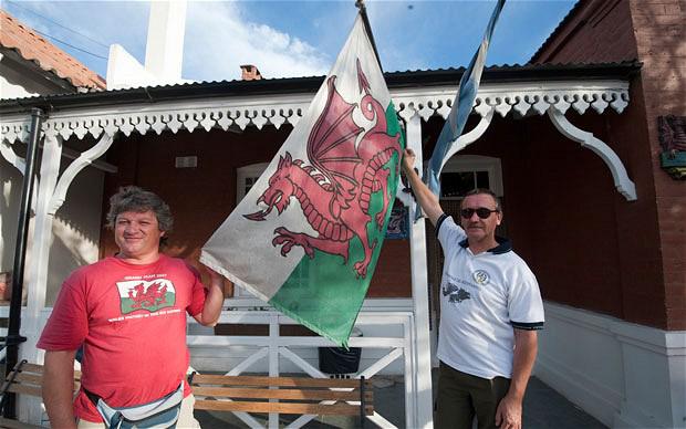 Milton Rhys a la izquierda y Carlos Antonio Alcarraz - Nottingham Malvinas