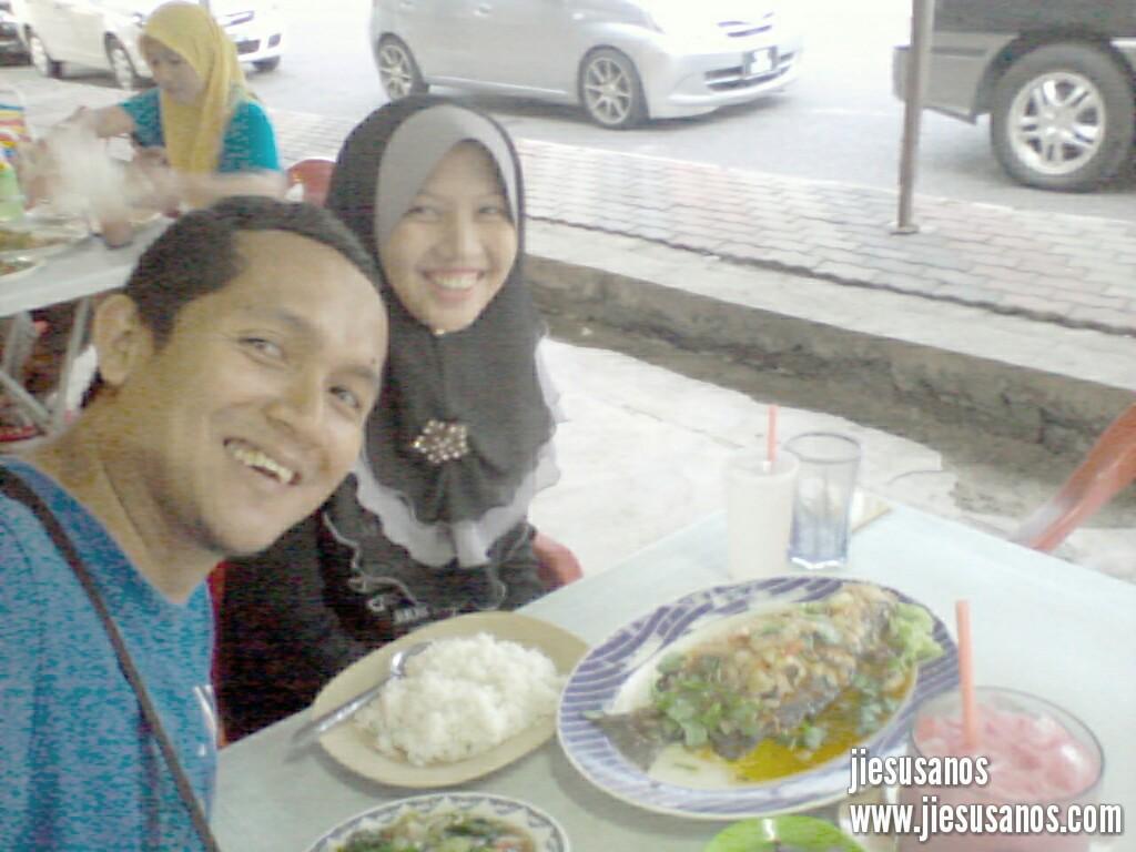 Makan-Makan Dengan Santai