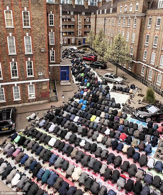 Foto Pemandangan sebuah gereja dan masjid Di Inggris | Gratis Download