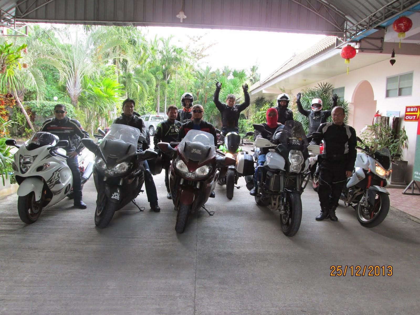 bersama rakan di Satun, Selatan Thailand