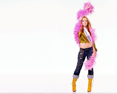 lindsay_lohan_pop_singer_hot_wallpaper_02_sweetangelonly.com