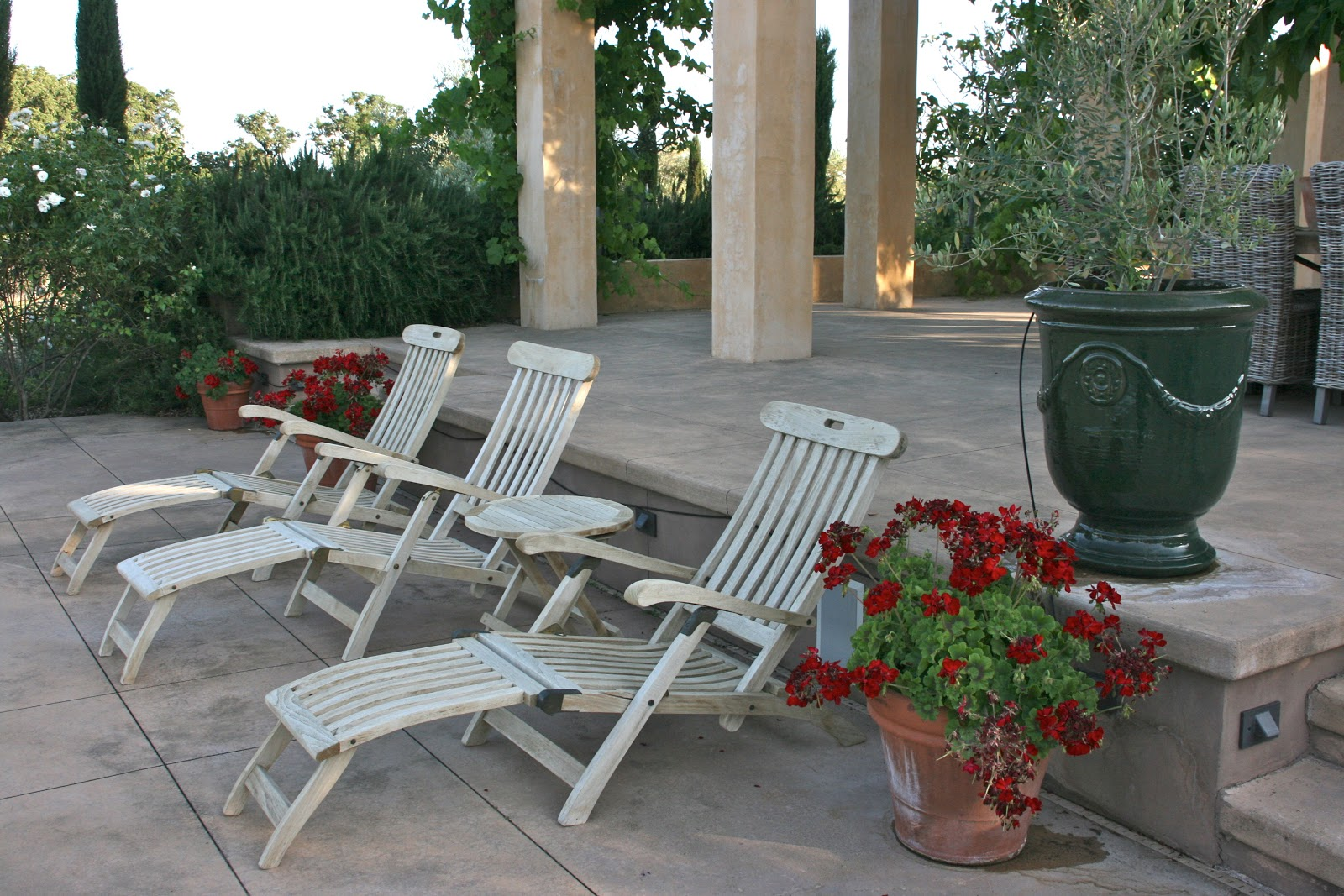 Vignette Design An Outdoor Furniture Restoration Project