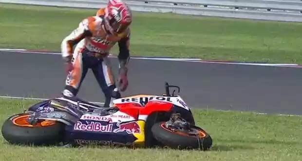 MotoGP : Balapan ditengah hujan . .  Valentino Rossi juara di sirkuit Silverstone