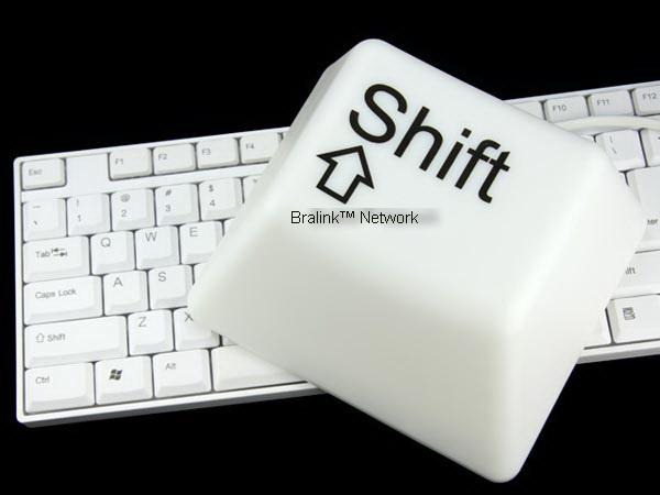 ... dan fungsi dari tombol shift pada keyboard pc atau laptop sobat