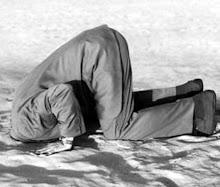 Si votre tête est enfouie dans le sol, votre derrière est une cible de choix !