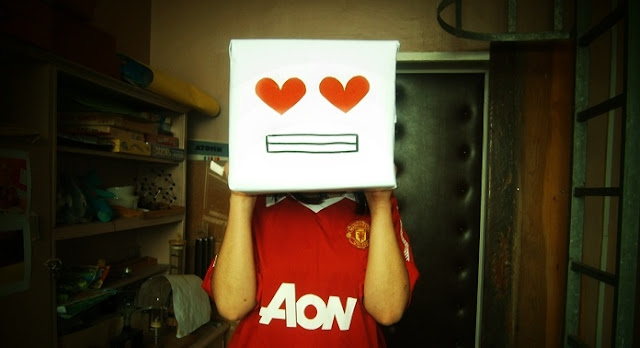 Funny Manchester United girl picture
