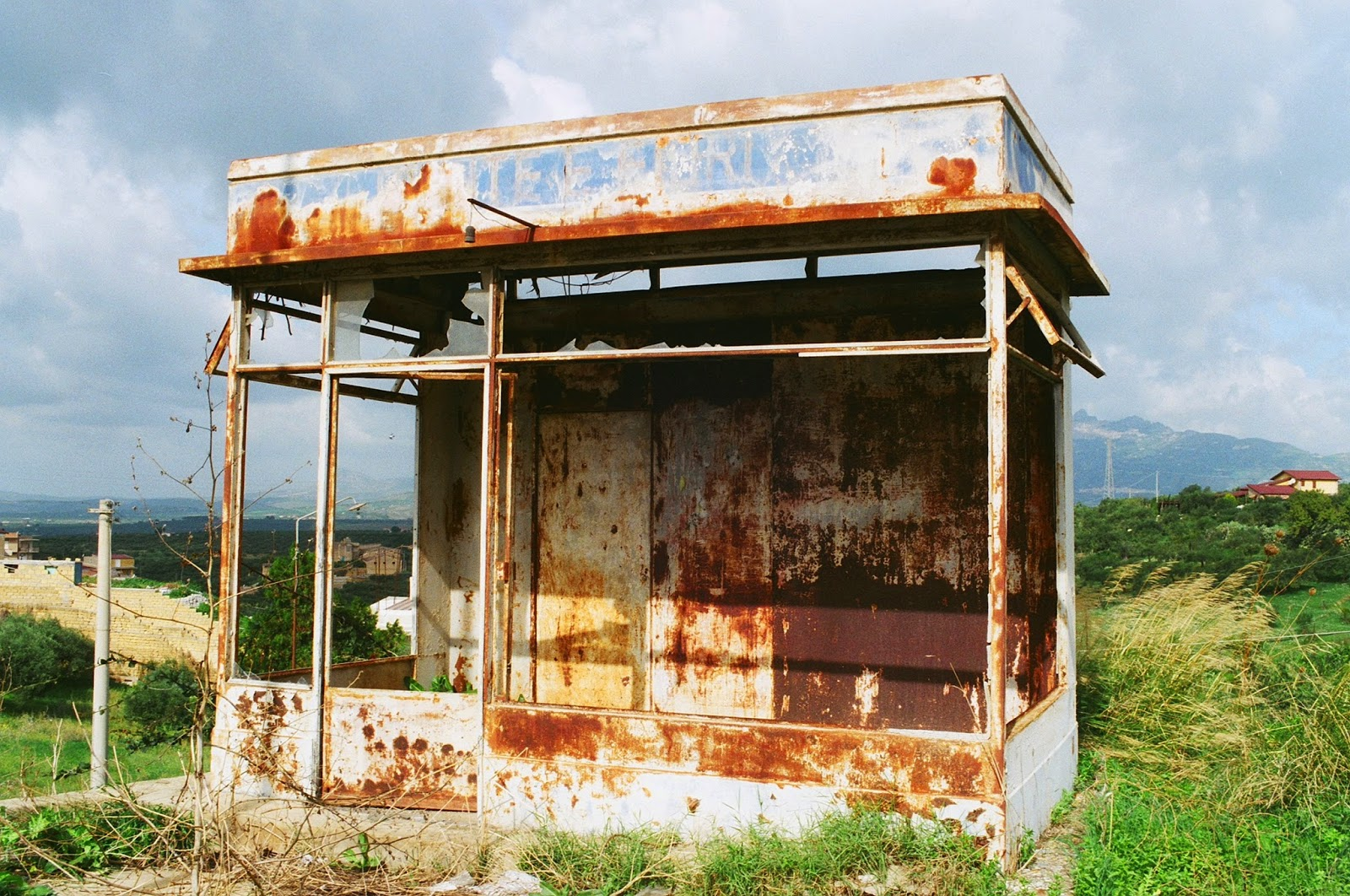 DERELICTION, SHELTER, ELEGANT DECAY, KIOSK, NEWS STANDS, SICILY, RIBERA, AGRIGENTO, © VISUAL ATHLETICS CLUB, 100 DAYS 4 MILLION CONVERSATIONS, 2015 GENERAL ELECTION