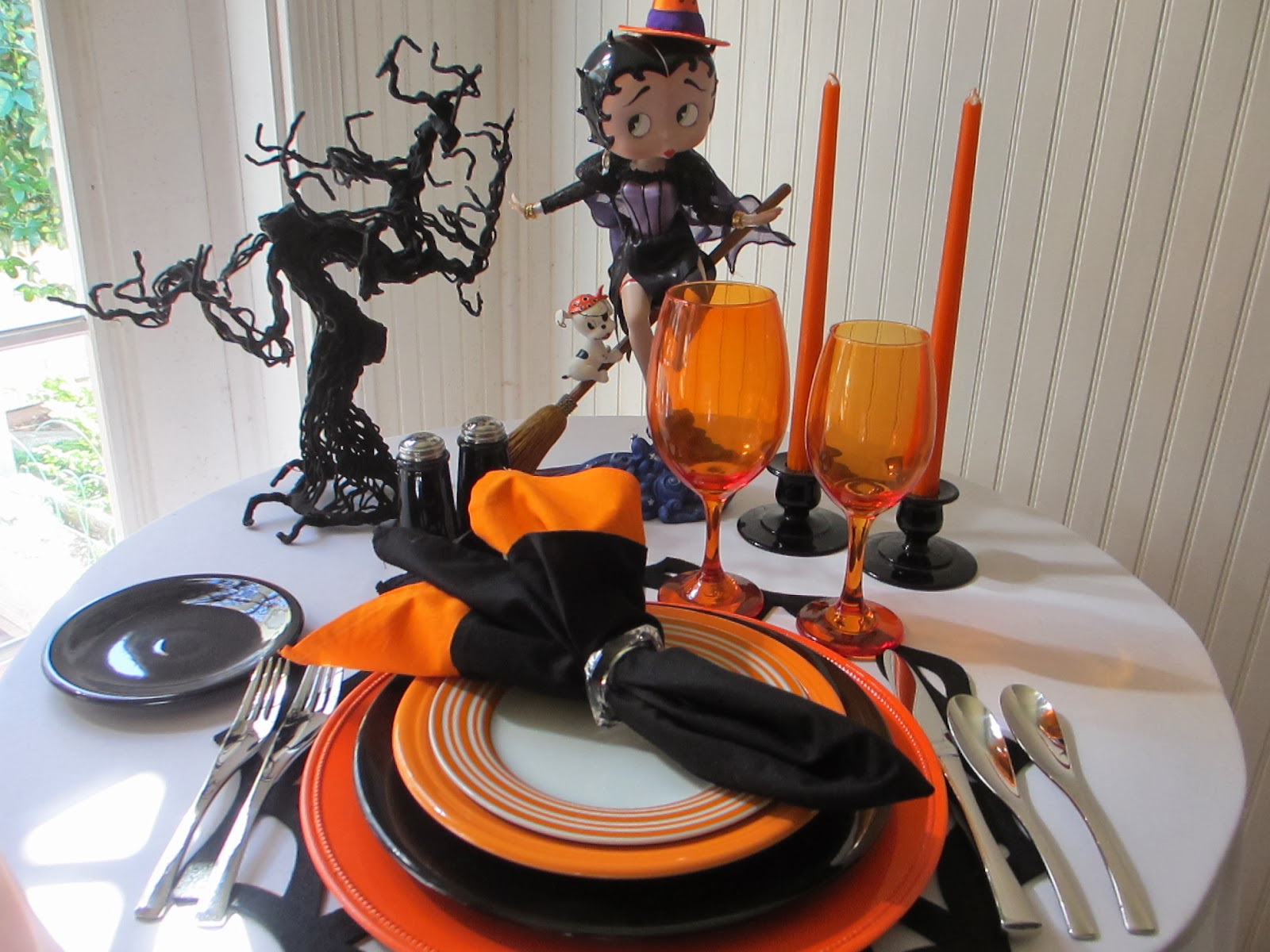 table for one: betty boop halloween tablescape