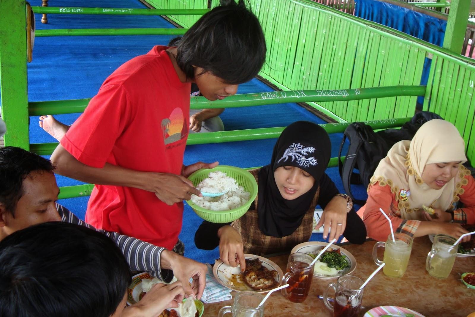 Menikmati santapan siang di Rawa Jombor, Klaten