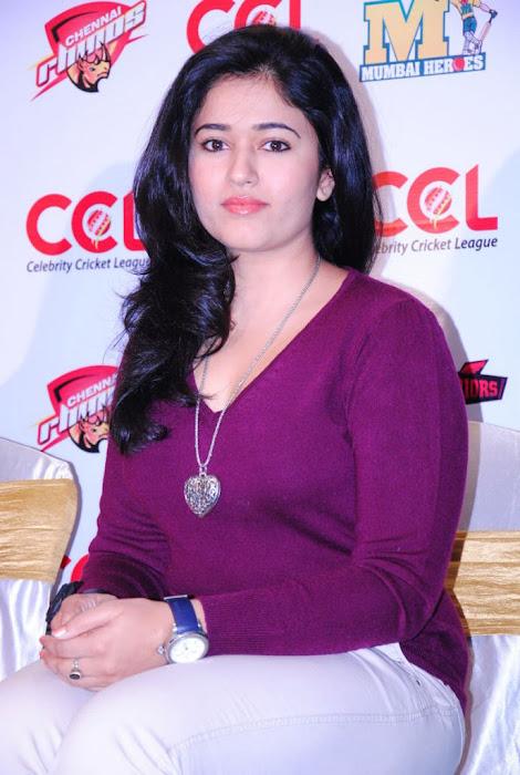 poonam bajwa new actress pics