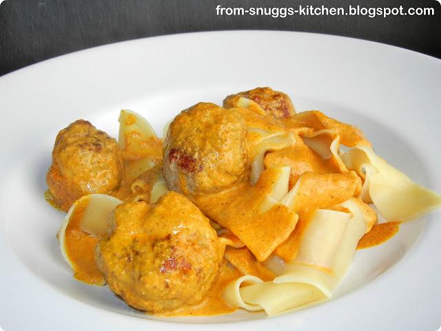 Hack-Bällchen mit Curry- oder Tomatensosse