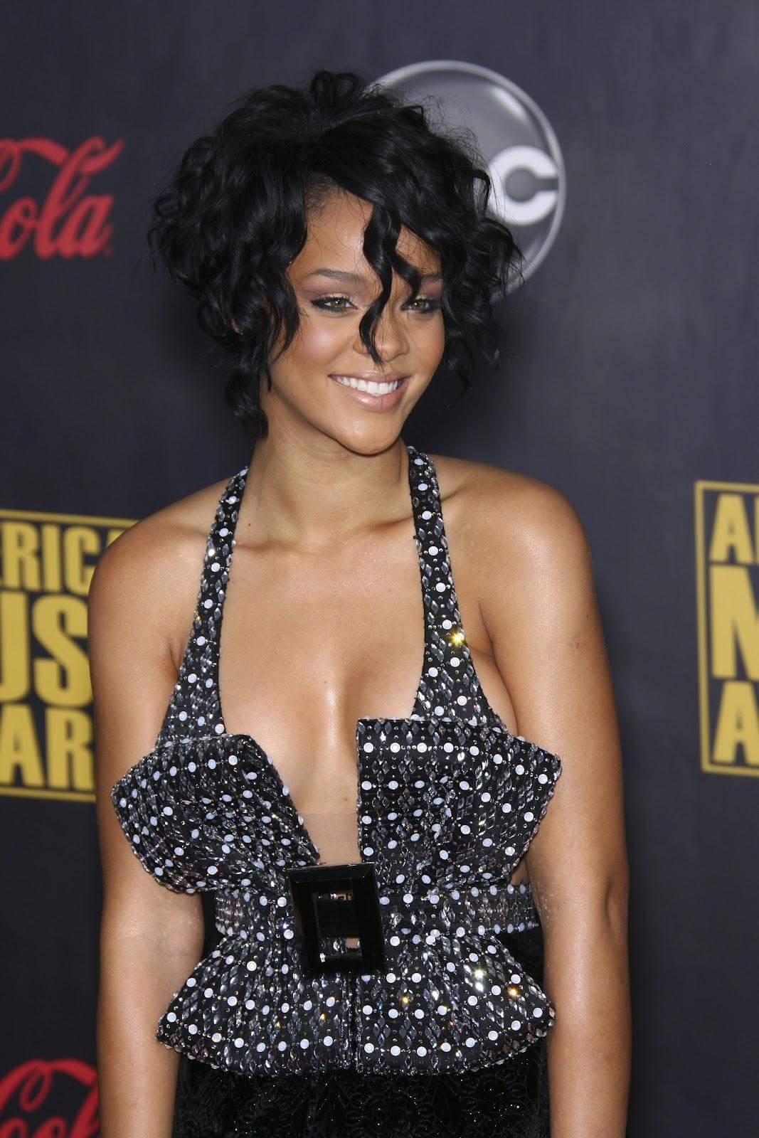 http://3.bp.blogspot.com/-oLRcfMQgmGA/TnTEweIWveI/AAAAAAAADNU/KYeqe6zqo7k/s1600/rihanna-curly-hair.jpg