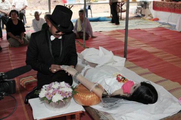 Man Marries Dead Girlfriend In Joint Funeral And Wedding Ceremony