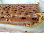 Prajitura cu visine Valurile Dunarii preparare reteta blatul scos din cuptor si din tava