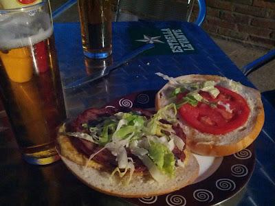 Enorme hamburguesa del bar Mayto