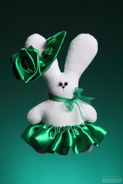 Зайка в зелёном - мягкая игрушка из флиса ручной работы