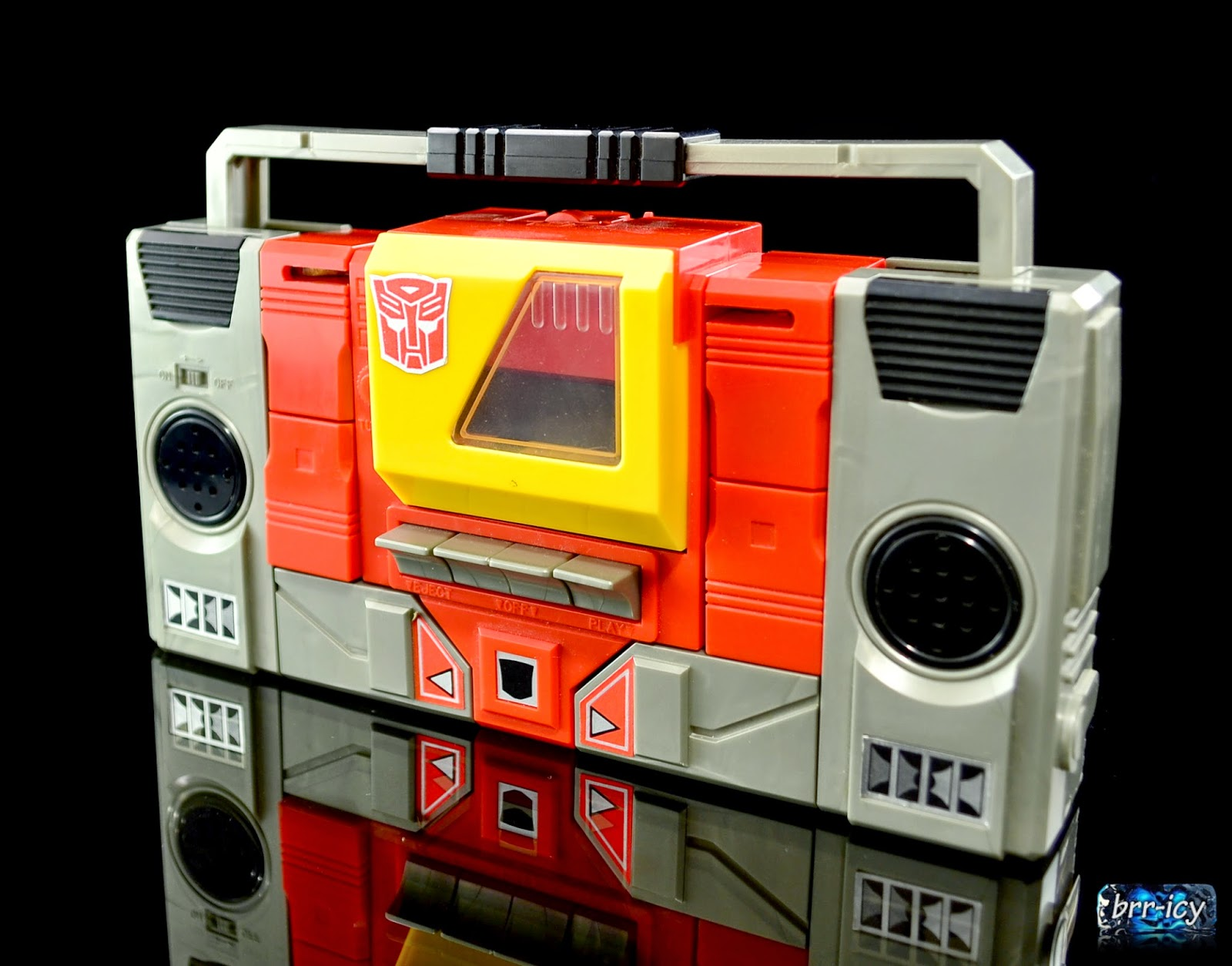 brr icy 39 s transformers reviews blaster and the 1986 cassettes. Black Bedroom Furniture Sets. Home Design Ideas