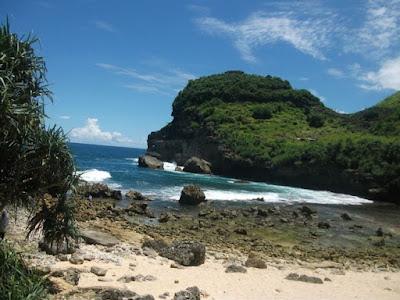 Pantai Sembukan yang penuh mitos