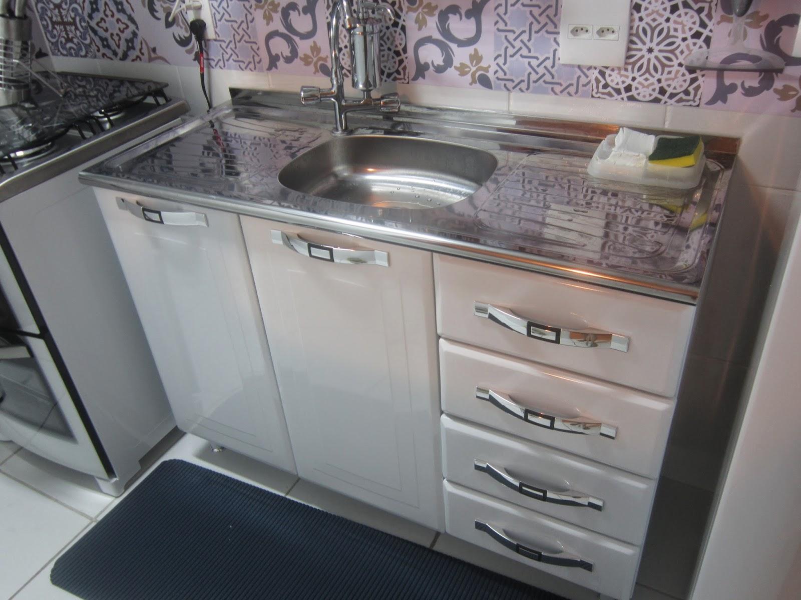 Armario De Parede Inox : Cafofo sonhado uma cozinha pequena e leve pro bolso