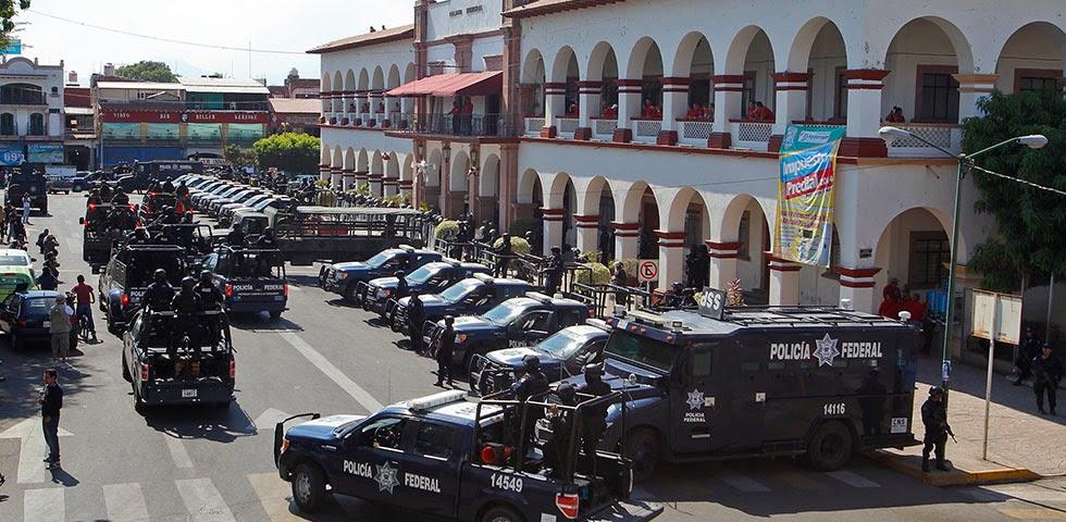 Michoacan Bajo Fuego.  Fotogaleria.  Las Victimas de Paracuaro Armadas004