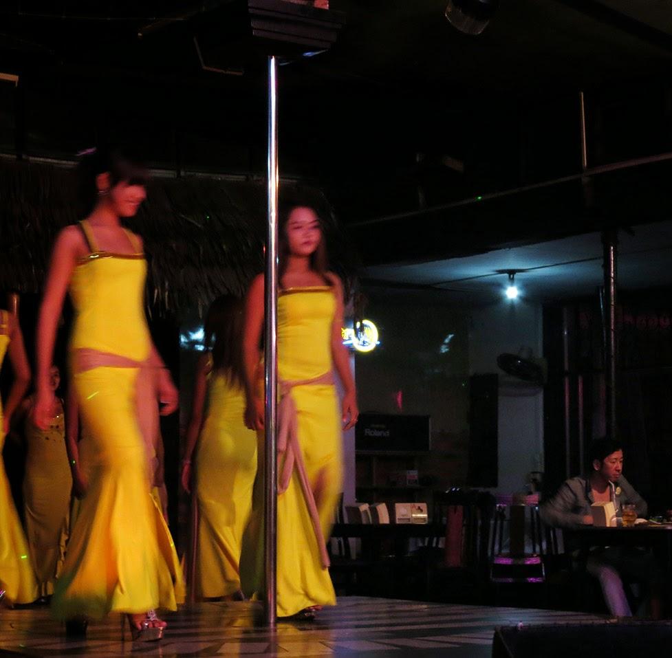 Yangon girls at night (1)