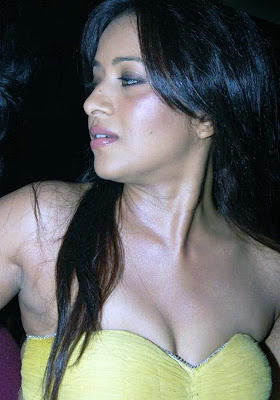 Reema Sen Hot Boob Show in Yellow Dress