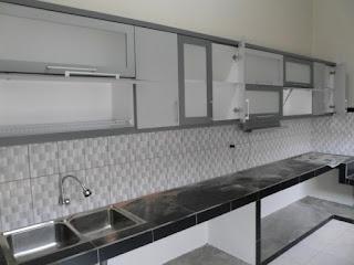 semarang furniture - kitchen set minimalis pintu kaca engsel hidrolis 05