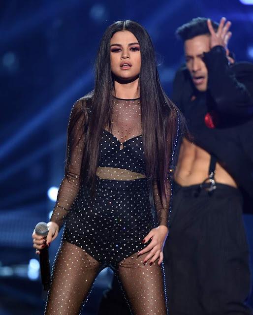 Selena Gomez se presentó en Satuday Night Live