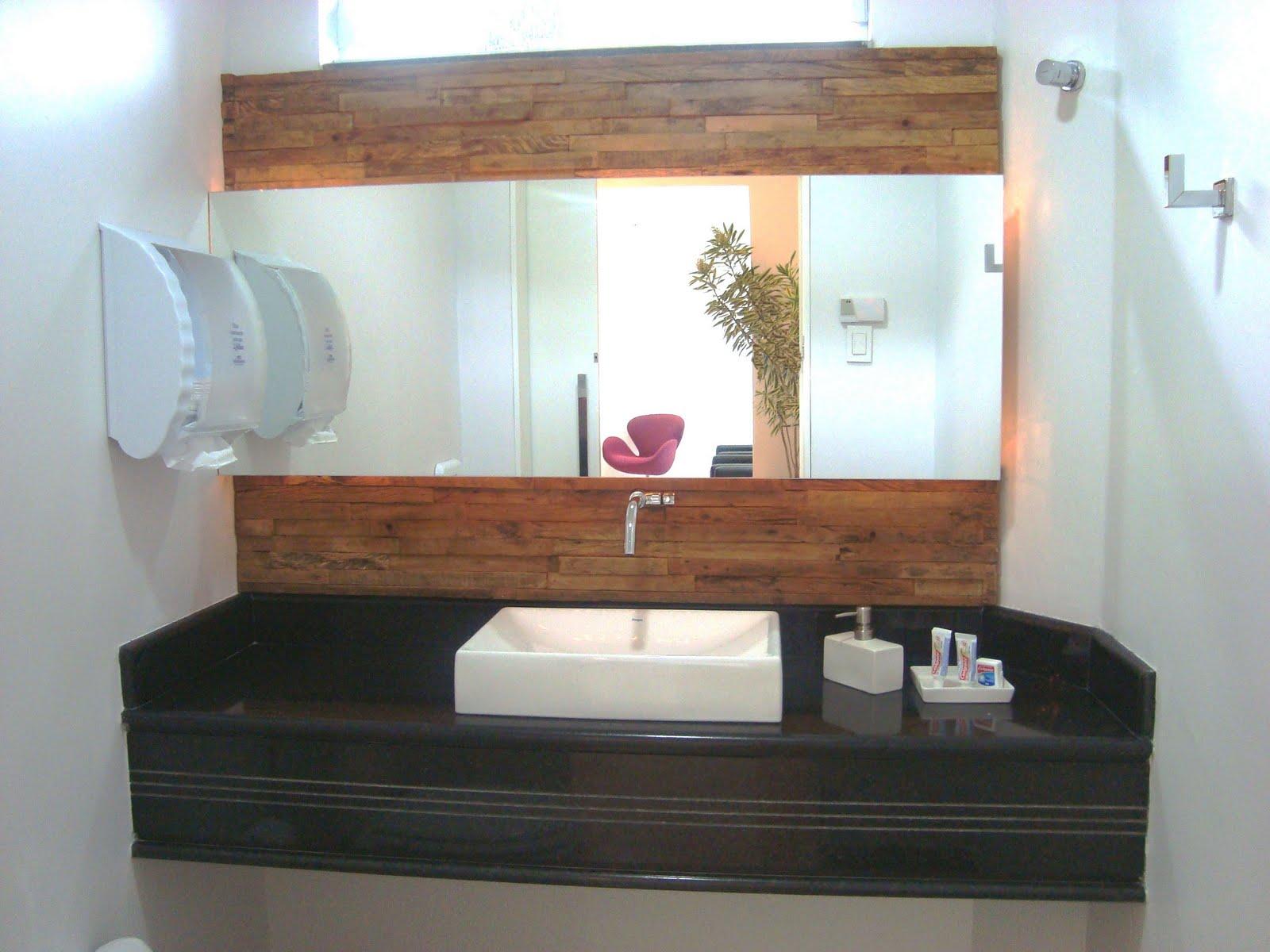 Painel em madeira peroba de demolição padrão filetes #734A37 1600x1200 Bancada Rustica Banheiro