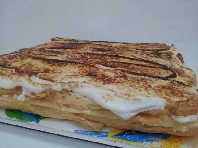 Las Delicias de Felicia: Tarta de hojaldre, merengue y crema.